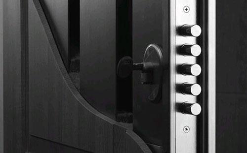 Правильный уход за металлическими дверями